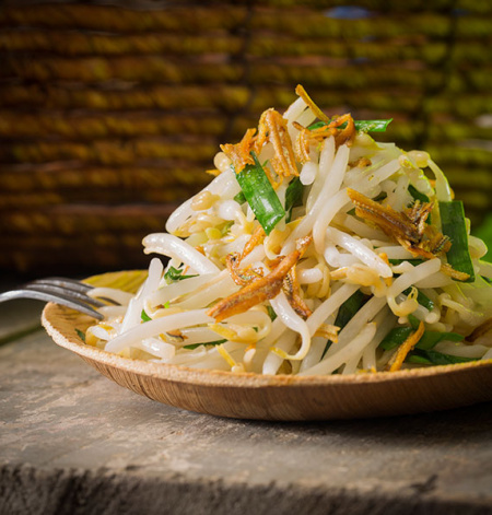 Stir-fried Bean Sprout with Achovies and Chives